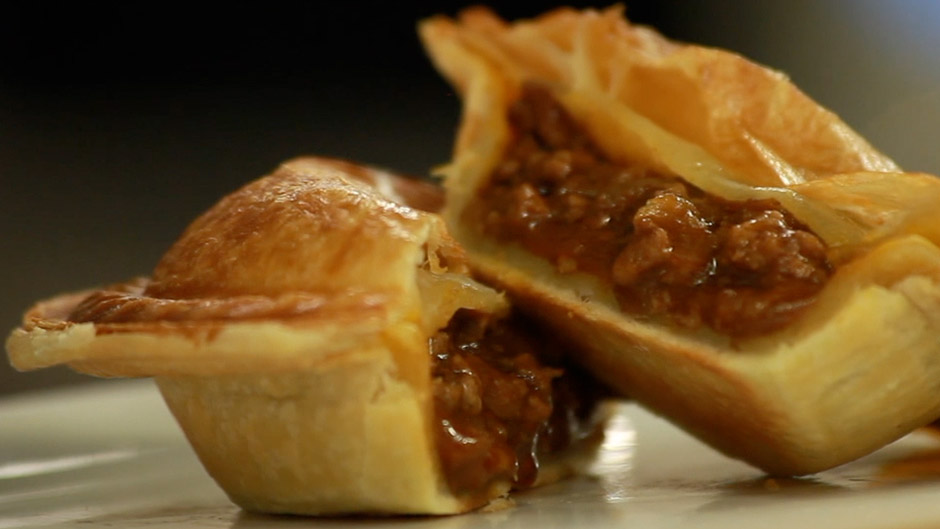 ... creates an Australian Meat Pie Recipe | Food Thinkers by Breville
