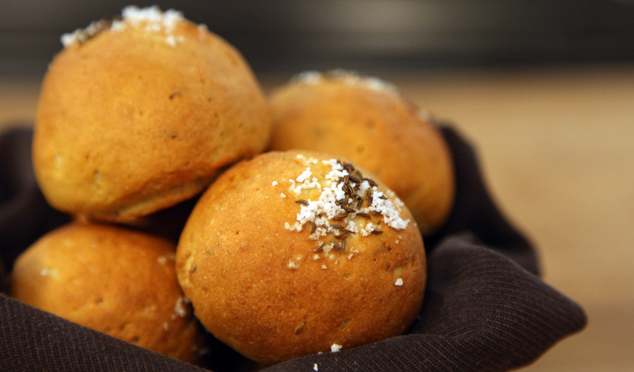 1403_shum_gluten-free-dinner-rolls_f